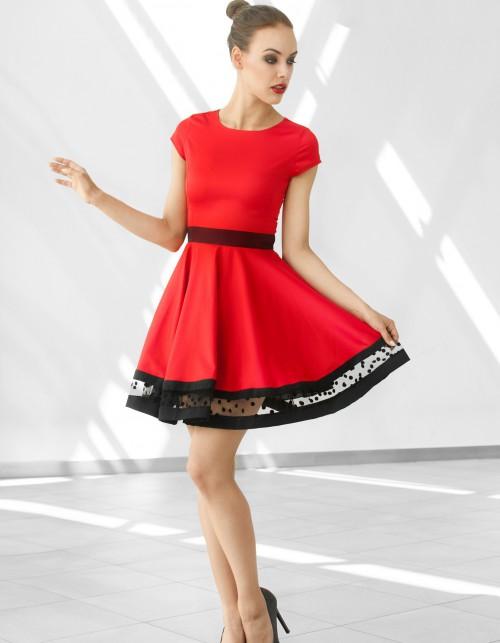 Sukienka rozkloszowana z ozdobnym pasem